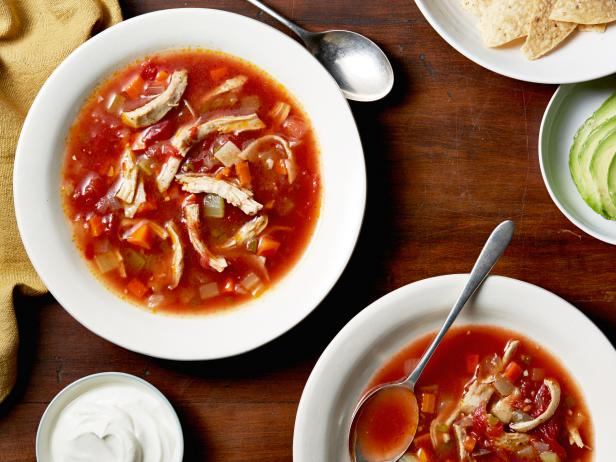 ig0905_mexican_chicken_soup-jpg-rend-hgtvcom-616-462